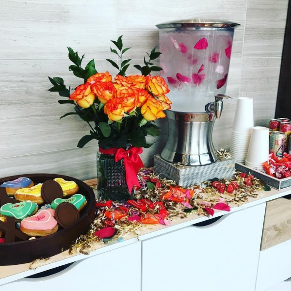 Happy Valentine's Day to all of our beautiful residents! We hope you all have a lovely day. . . . . #valentines #valentinesday2019 #donuts #flowers #candy #livetheshay #nashville